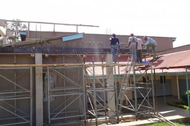 006 Zahlreiche einheimische Bauleute