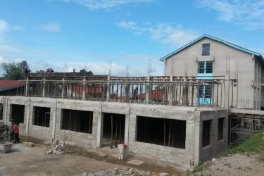 Es geht vorwärts, die Decke ist betoniert die Dachkonstruktion folgt
