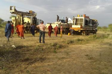 50 Nach Bodengutachten, buerokratischen und finanziellen Vorleistungen durch AKO ist nun die Bohrfirma vor Ort
