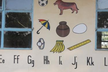 Zahlen und Buchstaben schreiben wird schon unterrichtet