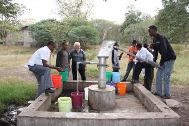 Brunnen gesponsort von Henkel mit Hartmut Schanz