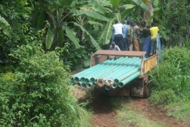 Rohrtransport zum Flusstal