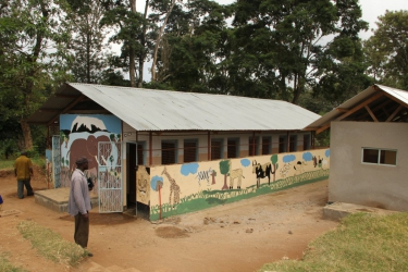 Die 2009 neu gebauten Latrinen für die Kinder der Primary School.