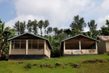 Die-beiden-Schulküchen-und-Küchen-und-Speisesäle-der-Primary-Schools-in-Kibosho-.Erbaut-2008-und-2013