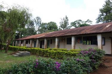 der zu renovierende Schultrakt auf der Westseite