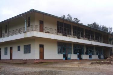 Eine moderne Mensa und Versammlungshalle entstand