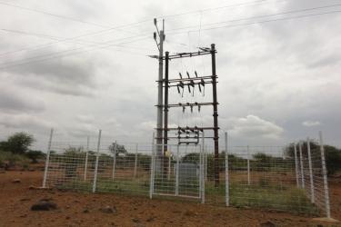 Umspannen von 33KV auf 6,5 Km11 KV Freileitung bis Chekereni Rundugai